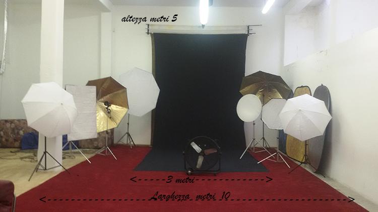 Studio fotografico con sala posa attrezzata a noleggio.
